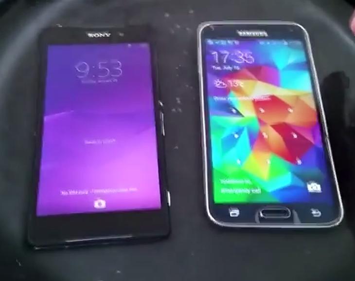 Samsung-Galaxy-S5-Sony-Xperi-Z2-vs-water-test