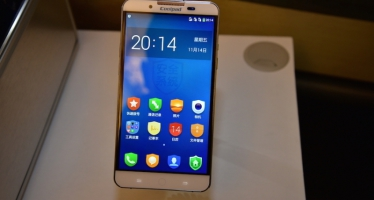 Platinum Dayton — смартфон с двумя операционными системами.
