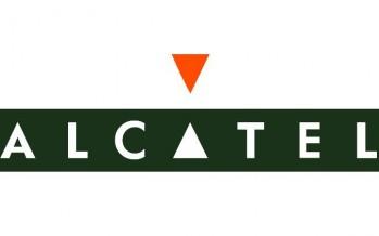 Alcatel анансировала умные часы и смартфон поддерживающий работу с тремя платформами.