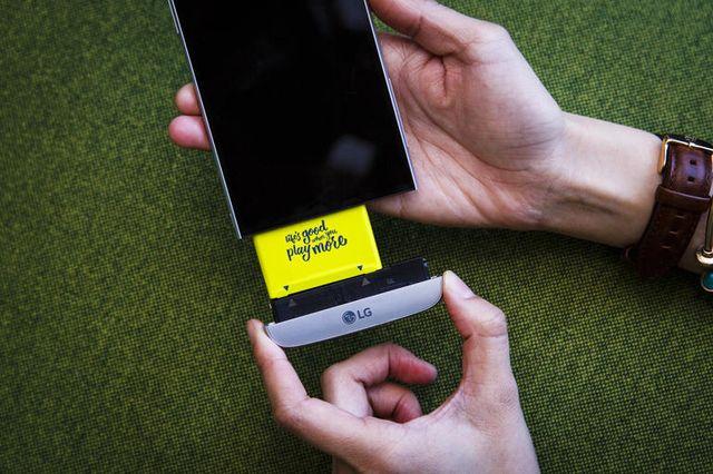 ТОП 5 смартфонов с уникальными особенностями: камера ночного видения, модульная конструкция, и многое другое