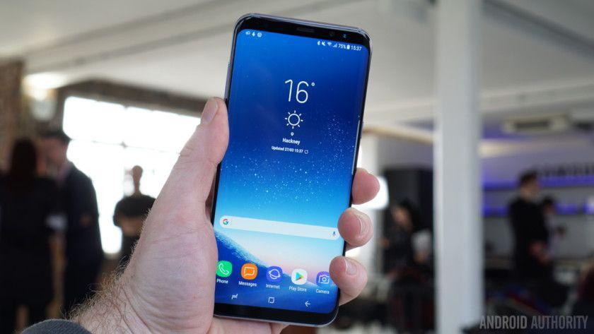 Samsung Galaxy S8: видео обзор на русском, старт продаж в России, сравнение с iPhone 7 Plus