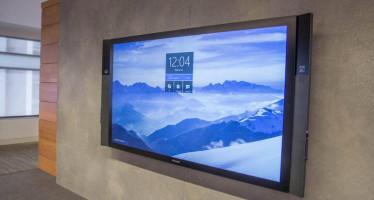 Настенный планшет Microsoft Surface Hub