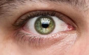 Google патентует устройство, которое будет вводиться в глазное яблоко