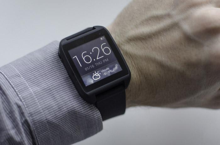 Через приложение для android wear можно настроить встроенные приложения на некоторые из этих команд.